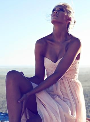 Model: Eline Syrdalen Hair & Make Up: Stephanie Hocking Photo: Dirk Schumacher